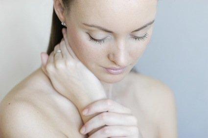 fille pudique pudeur - Mycose vulvo-vaginale récidivante (MVVR), quels symptômes ?