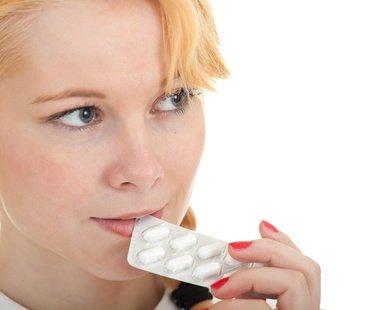 femme gelule - Les probiotiques de type lactobacilles par voie orale : efficaces pour guérir les mycoses génitales ?