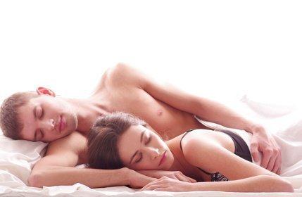 couple allonge - Nouveau partenaire, pourquoi j'ai une mycose génitale ?